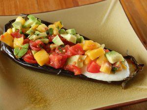 Recette Aubergine confite et sa salsa de pêche, avocat et mozzarella
