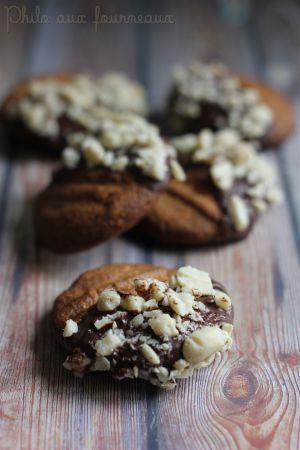 Recette Biscuits au beurre de cacahuètes au Snickers trempés au chocolat
