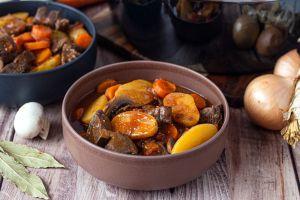 Recette Mijoté de boeuf aux carottes, pommes de terre et champignons