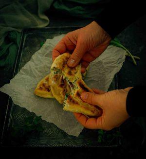 Recette Petits pains plats farcis au fromage et aux herbes