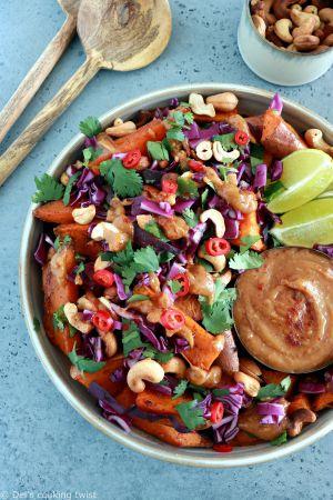 Recette Patates douces rôties au four et sauce Thaï aux cacahuètes (vegan, sans gluten)
