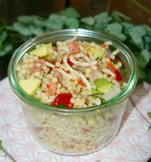 Recette Salade de perles avocat-saumon-surimi-tomates