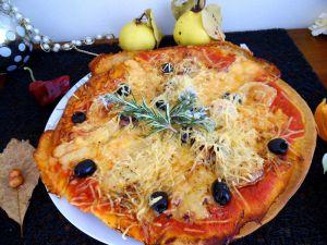 Recette Pizza a l' andouille et reblochon, aux senteurs de provence