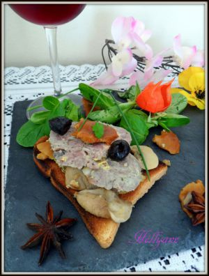 Recette Toasts grillés au cou d'oie farci et champignons