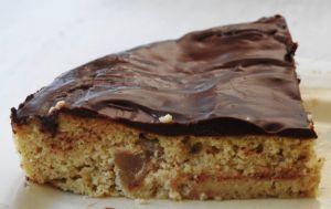 Recette Gâteau aux poires et aux amandes nappé de chocolat