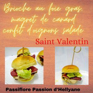 Recette Mini brioche au foie gras, magret de canard avec du confit d'oignons