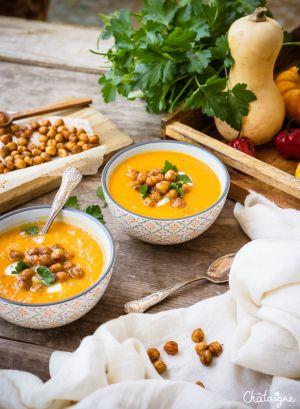 Recette Soupe de butternut aux pois chiches rôtis