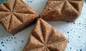 Recette Rfiss, ou gateaux de semoule grillee a la pate de dattes gateaux algeriens