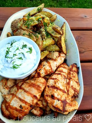 Recette Poulet grillé et frites à la Méditerranéenne, sauce au yogourt grec, à l'aneth et au citron