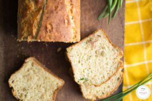 Recette Cake au thon olives vertes et herbes : parfait pour un pique-nique !