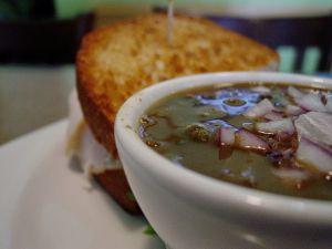 Recette Soupe veloutée aux haricots noirs et crevettes pour Halloween