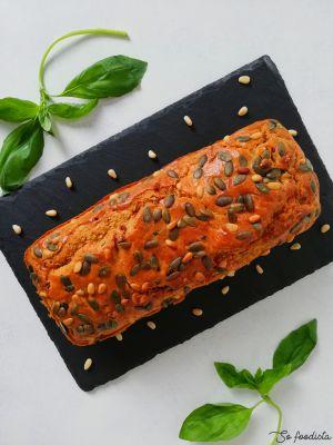 Recette Cake aux tomates séchées, chèvre et basilic