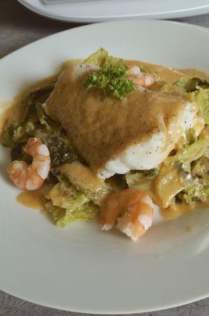 Recette Dos de merlu sauce douce aux crevettes, embeurrée de choux