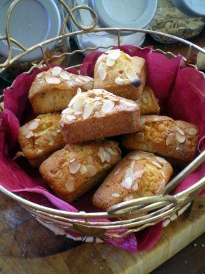 Recette Mini cake aux fruits confits et amandes effilées