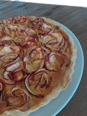 Recette Tarte à la crème d'amande et aux fleurs de pommes