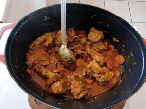 Recette Poulet aux carottes, sauce au coulis de tomates et vin blanc