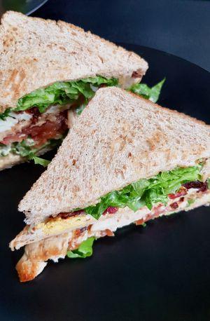 Recette Club sandwich au poulet, bacon et oeuf