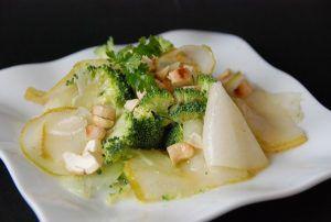 Recette Salade de brocoli, poire, noix de cajou