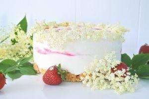 Recette Cheesecake glacé à la fraise et aux fleurs de sureau {Foodista Spéciale}