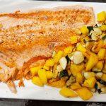 Recette Plancha : Saumon, mangue et courgettes