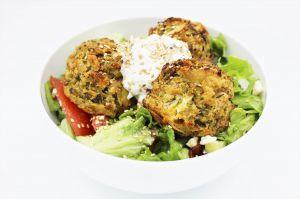 Recette Salade Végétarienne aux Boulettes de Courgettes