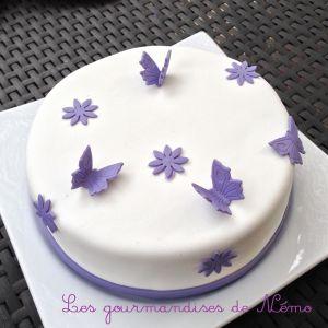 Recette Gâteau simple en pâte à sucre, vanille et curd framboise