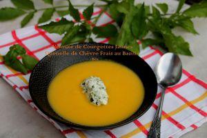 Recette Velouté de courgettes jaunes, quenelles de chèvre frais au basilic