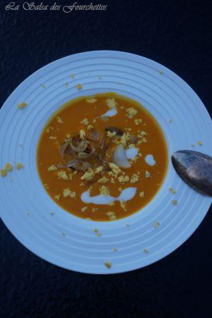 Recette SOUPE de Potimarron aux Oignons frits et aux Oeufs