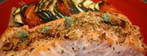 Recette Pavés de saumon à l'origan et éclats de noisettes torréfiées. Filet d'huile de noisette vierge « Au Temps d'Eugénie »