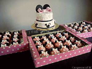 Recette {Sweet table minnie mouse rose} cupcakes minnie mouse et wedding cake minnie mouse pink